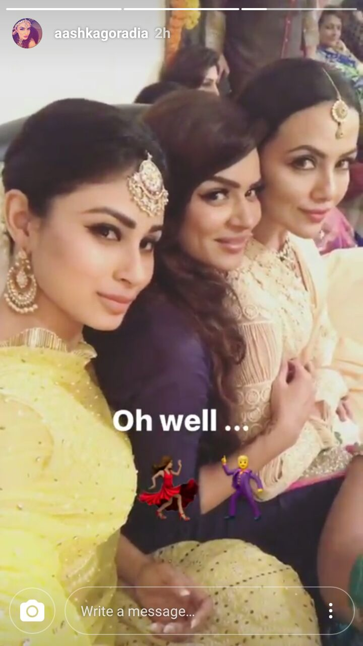 'Nach Baliye 8' couple Aashka Goradia-Brent Goble get ENGAGED in a TRADITIONAL Indian ceremony