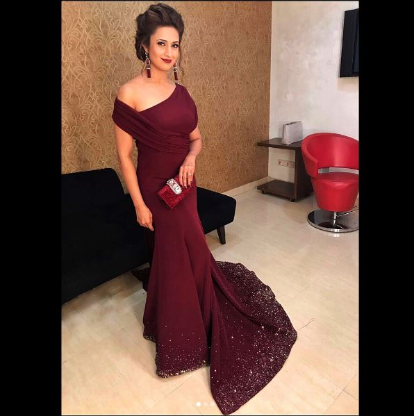 divyanka Tripathi looks gorgeous at zee entertainment awards 2017, see pictures