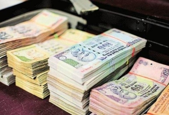 Demonetized bills amounting five crores seized in Gurugram, seven arrested