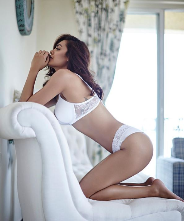 esha gupta has shared most bold pics on Instagram, these pics are viral now