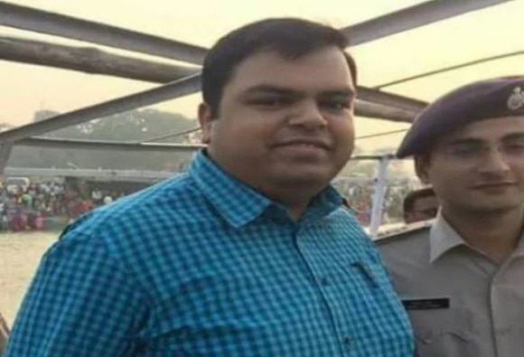 District Magistrate of Buxar Mukesh Pandey commits suicide at a railway station in UP's Ghaziabad