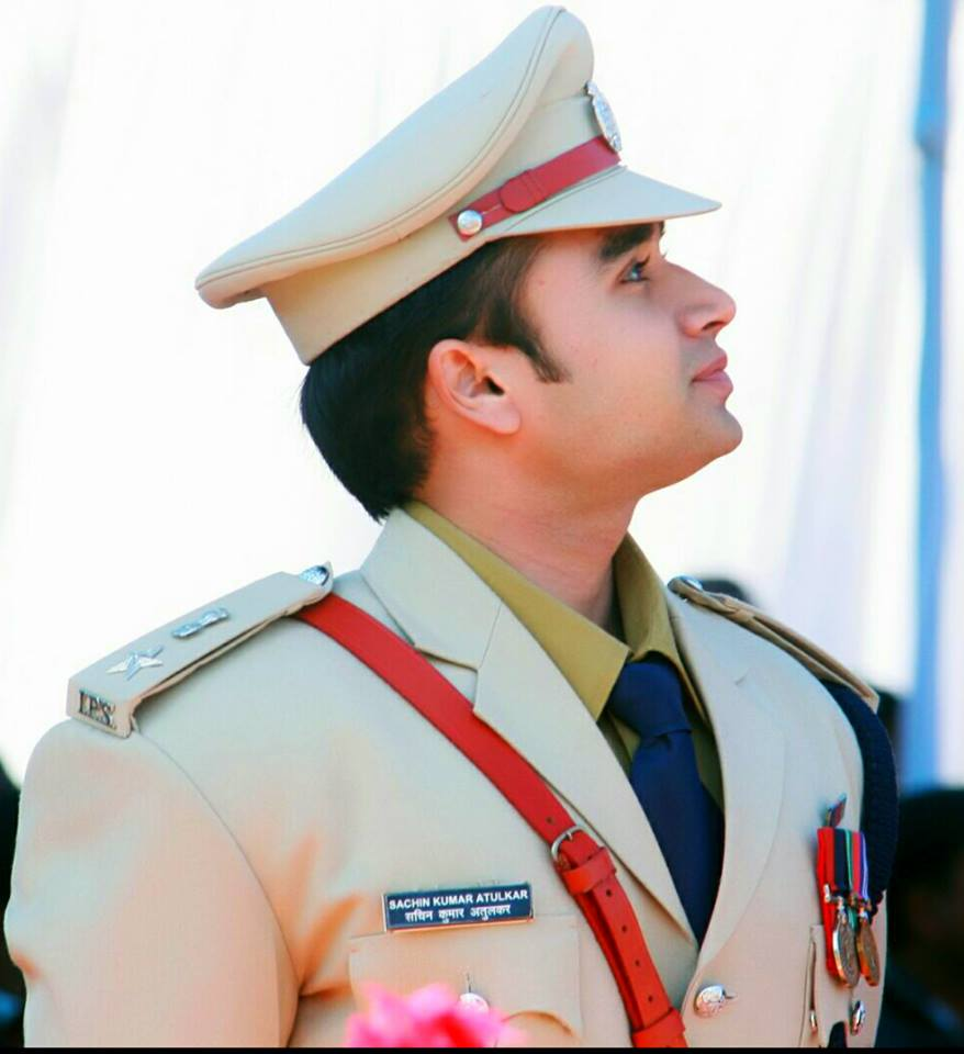 This dashing IPS officer from Madhya Pradesh is stealing more hearts than Bollywood stars