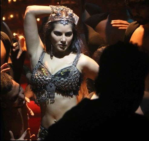 See : Sunny Leone viral shooting pictures