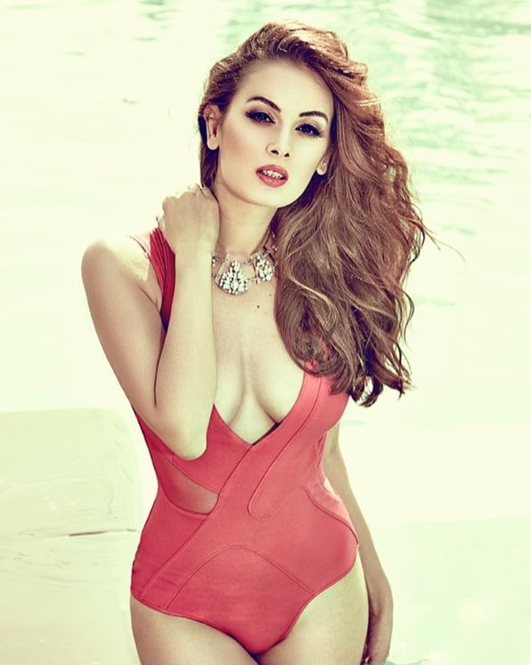 actress evelyn sharma shares extremely bold pictures on instagram