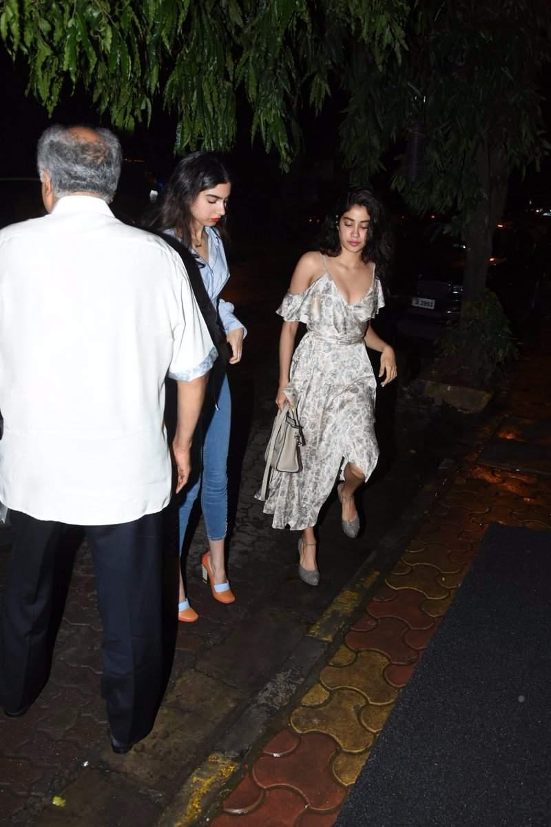 Sridevi & Family snapped post Birthday dinner at Arth, Bandra