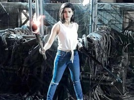 फिल्म 'कोसा' की शूटिंग के दौरान घायल हुईं ये बॉलीवुड अभिनेत्री प्राची देसाई