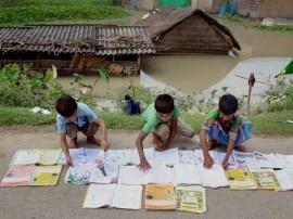 बिहार में बाढ़ का कहर: अबतक 72 की मौत, पानी घटा पर मुश्किलें जस की तस