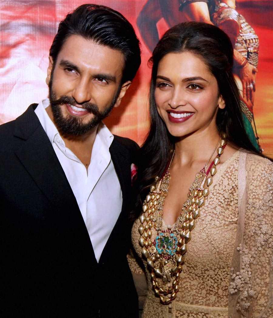 This Deepika Padukone, Ranveer Singh Kiss Is Making The Internet So, So Happy