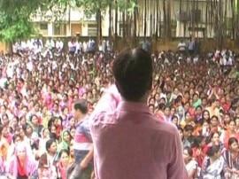 सरकार के रवैये से नाराज यूपी के शिक्षामित्रों ने फिर शुरू किया आंदोलन