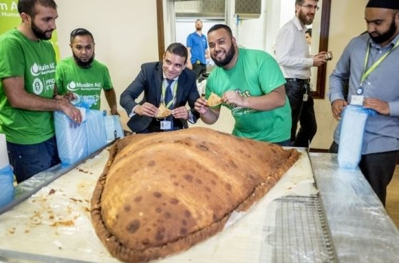 Muslim Aid Create the World's Largest Samosa in East London
