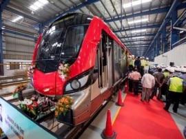 आज राजनाथ-योगी दिखाएंगे लखनऊ मेट्रो को हरी झंडी, अखिलेश का तंज़- इंजन तो पहले ही चला दिया था