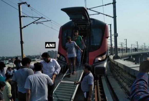 Uttar Pradesh: technical glitch in lucknow metro at first day
