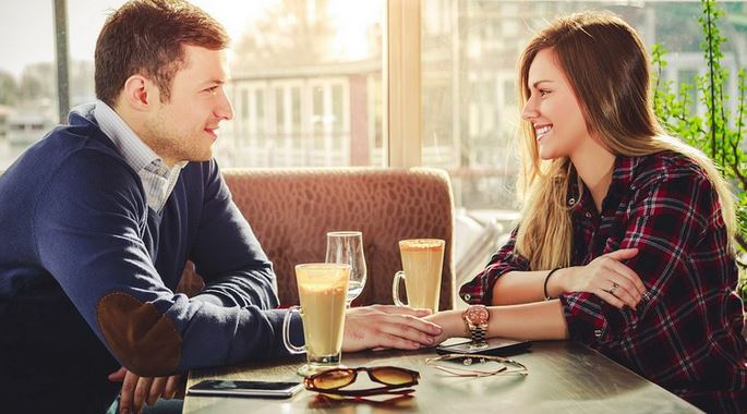 8 things a guy should NEVER do on a first date