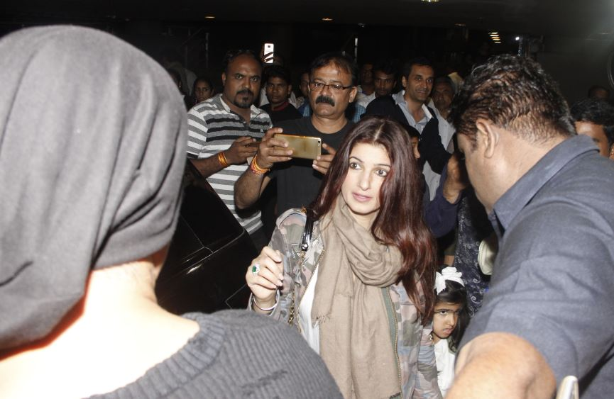 Akshay, Family and Friends return from Birthday celebrations abroad