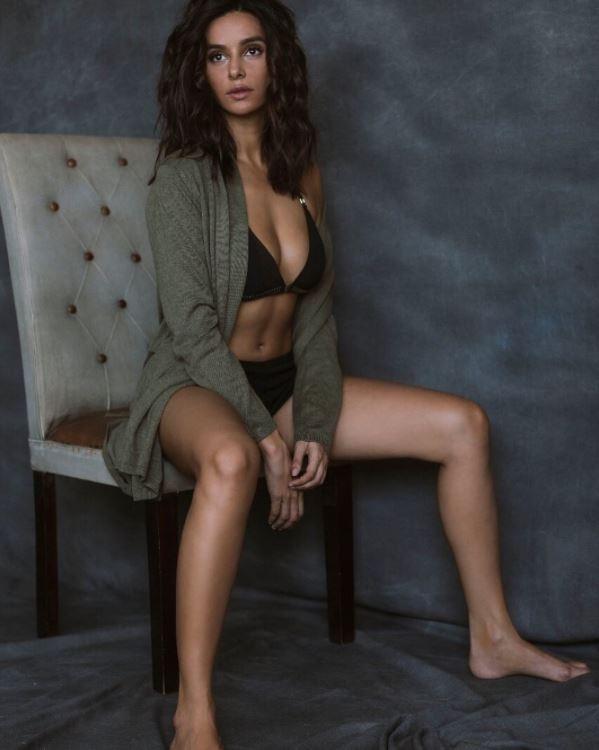 see the latest pics of actress shibani dandekar