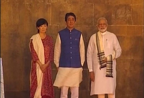 PM Modi & Japanese PM Shinzo Abe visits Sidi Saiyyed Mosque