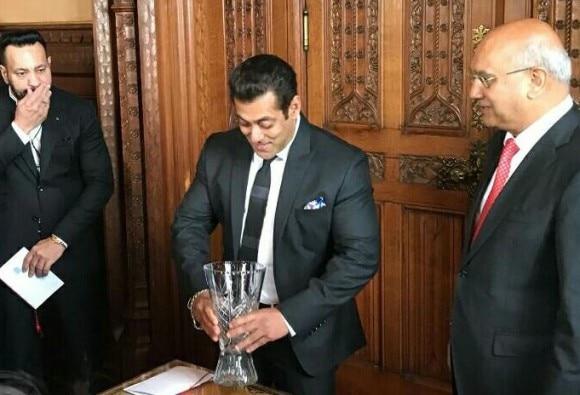 Superstar Salman Khan received the global diversity award