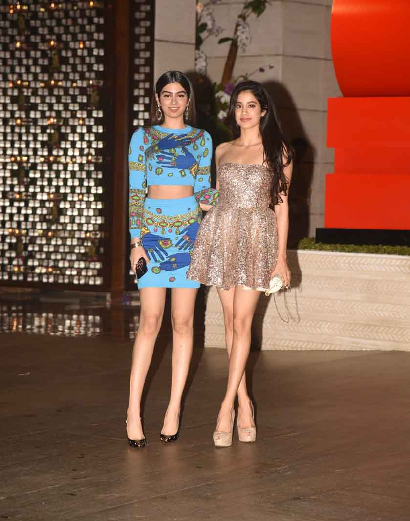 Jhanvi Kapoor and Khushi Kapoor STEAL THE LIMELIGHT from Bollywood DIVAS at Ambani bash