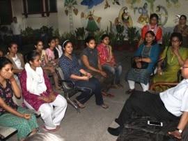 BHU मामला: त्रिवेणी हॉस्टल में कुलपति गिरीश चंद्र त्रिपाठी ने की छात्राओं से मुलाकात