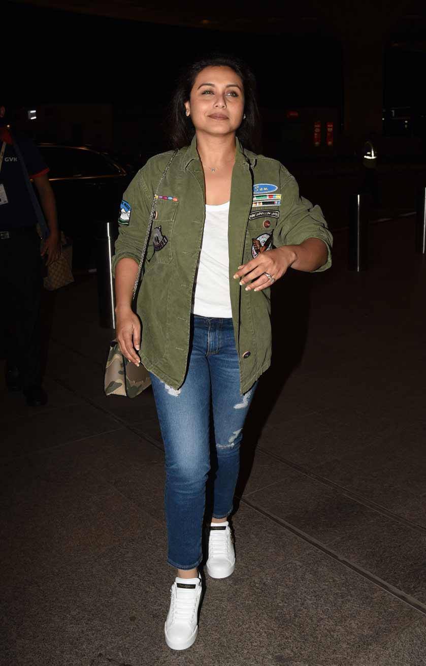 Rani Mukerji is all smiles as she is snapped at the airport, View Pics