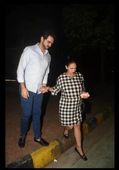 heavily pregnant esha deol flaunts her baby bump post dinner date with hubby bhara