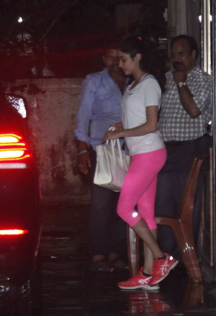 See the latest pictures of Jhanvi Kapoor