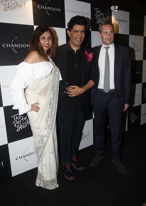 Mauni Roy,  Karan Johar, Raveena Tandon, Manish Malhotra and other stars party together