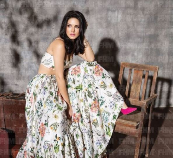 SEE THE LATEST PICS OF SUNNY LEONE