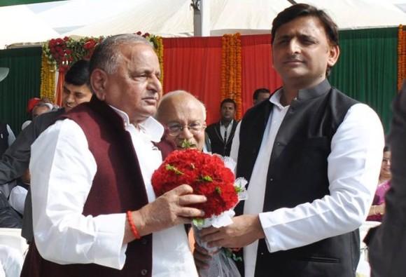 Mulayam Singh Yadav meets Akhilesh Yadav, said family is united