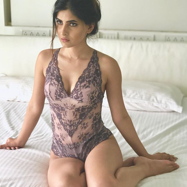 See hot pictures of TV actress Karishma Sharma