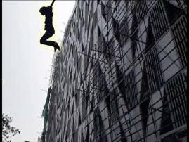মানসিক অবসাদ, সল্টলেকের পূর্বাচল আবাসনের ছাদ থেকে ঝাঁপ প্রৌঢ়ার