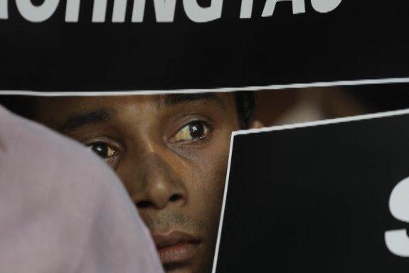 সম্ভাব্য বৌদ্ধ উপজাতি-মুসলিম সংঘাত এড়াতে ১৫ হাজার রোহিঙ্গাকে পার্বত্য জেলা থেকে সরাচ্ছে বাংলাদেশ