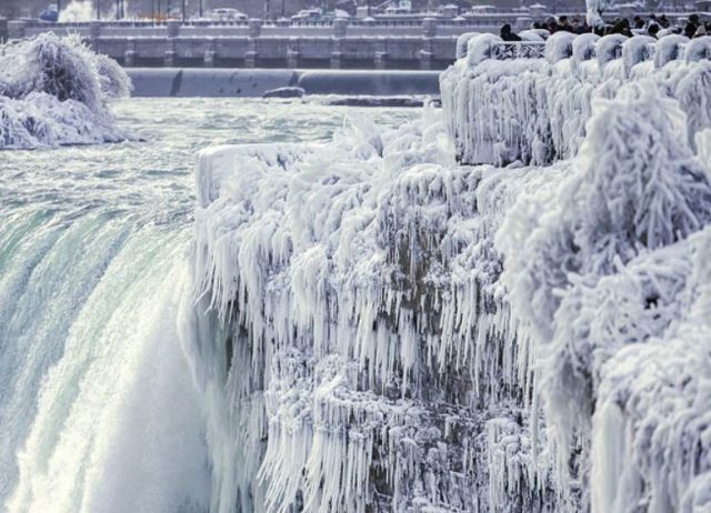 7-Brutal-cold-spell-grips-US-east-coast-after-bomb-cyclone-hits