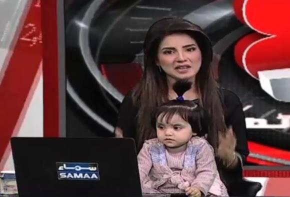 ৭ বছরের জৈনাবকে ধর্ষণ, খুন: ফুঁসছে পাকিস্তান, প্রতিবাদে টিভি সঞ্চালিকা খবর পড়লেন নিজের শিশুকন্যাকে কোলে নিয়ে