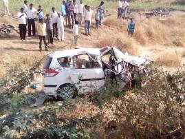 दुचाकीला धडक, कारचा भीषण अपघात