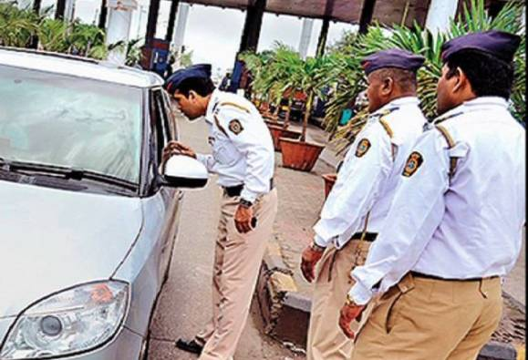 Nashik : Action against Car drivers who used Mobile while driving