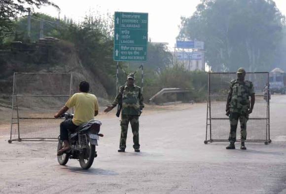 Policeman shot dead by terrorists in kulgam latest update