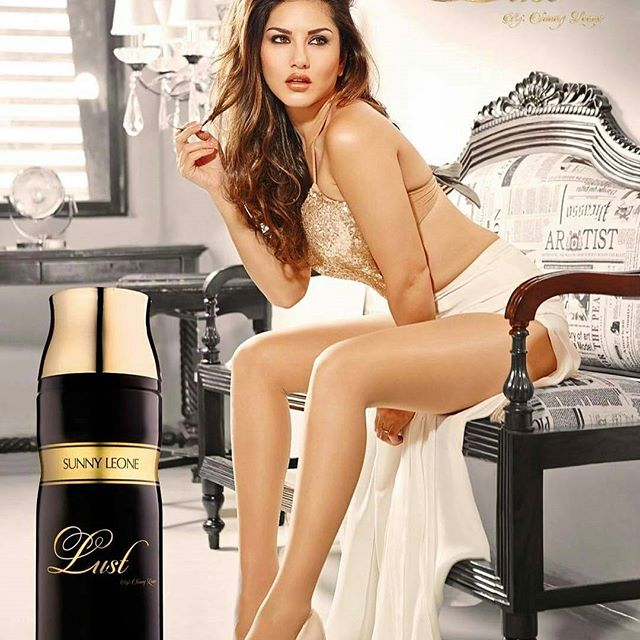 10 days more for selfie with sunny leone