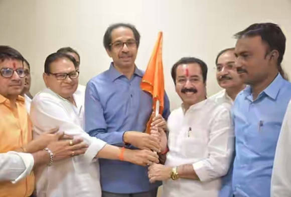 Bharat Dhanani entered in Shivsena
