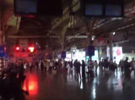सीएसटी स्टेशन तब्बल तासभर अंधारात