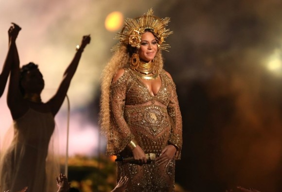 Pregnant Beyonce storms the Grammys stage