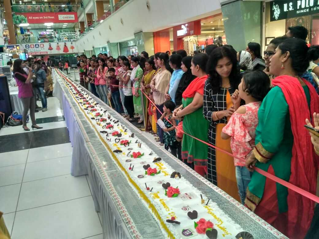 104 foot large cake in nashik for womens day