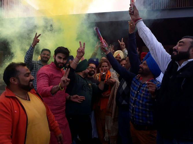 navjyot singh siddhu's family holi celebration