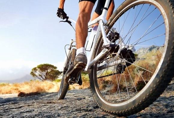 फक्त 4 मिनिटं सायकल चालवा आणि फिट राहा !