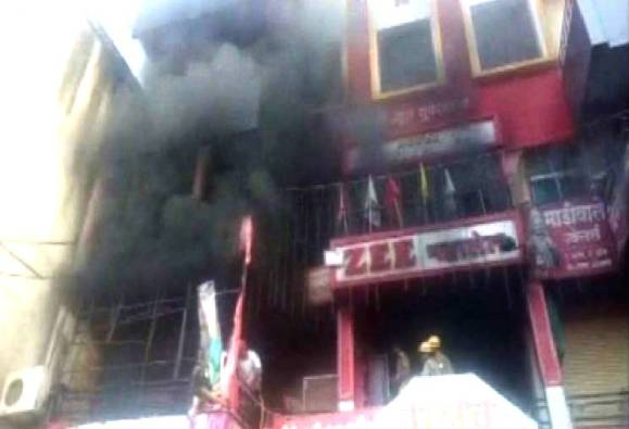 Fire breaks out in RRC Complex on Gandhi Road in Akola