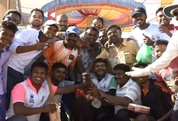 विजेत्याला बोकड, उपविजेत्याला कोंबड्या, पालघरमध्ये क्रिकेट टुर्नामेंट
