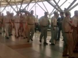 खा. गायकवाड पुण्याच्या दिशेने, दिल्ली विमानतळावर फौजफाटा