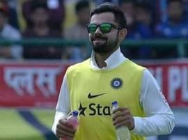 टीम इंडियासाठी स्वत: कोहली बनला वॉटर बॉय!