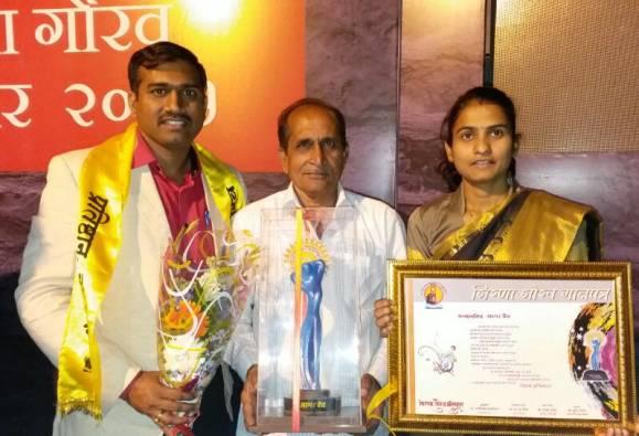 Girna Gaurav Award to ABP Majha Reporter Sagar Vaidya