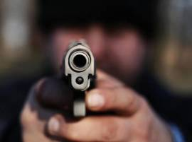 शिक्षिकेवर गोळीबार करुन पतीची शाळेतच आत्महत्या, विद्यार्थीही ठार